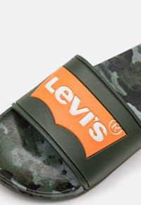 Levi's® - POOL - Muiltjes - green/orange - 5