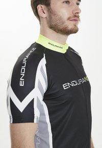 Endurance - RADTRIKOT PARMER M CYCLING - Print T-shirt - black - 5