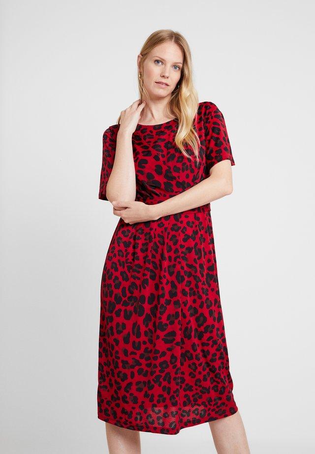 DRESS - Jersey dress - deep red