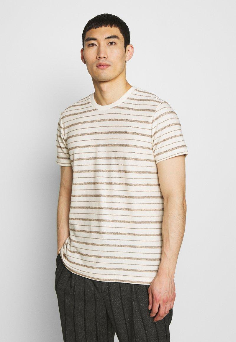 Folk - TEXTURED STRIPE TEE - Print T-shirt - ecru woad