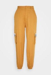 adidas Originals - TRACK PANT - Pantalon cargo - mesa - 4