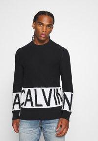 Calvin Klein Jeans - BLOCKING LOGO - Jumper - black - 0