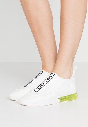 NILLI  - Slip-ons - white/black