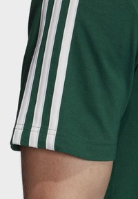 adidas Performance - ESSENTIALS 3-STRIPES T-SHIRT - T-shirts print - green - 6