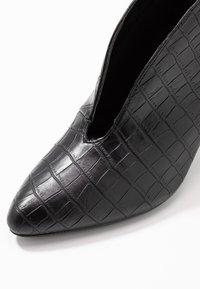 Dorothy Perkins - ADMIRE UPDATE - Kotníková obuv - black - 2