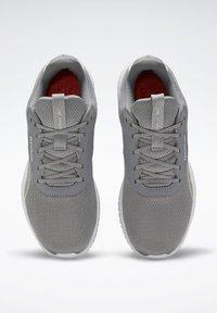 Reebok - REEBOK FLEXAGON ENERGY 2 SHOES - Sneakers - grey - 5