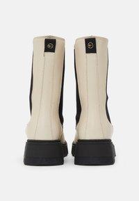 Tamaris - Vysoká obuv - ivory/black - 6