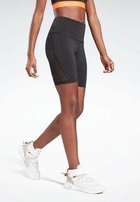 Reebok - STUDIO SHORT LEGGINGS - Shorts - black - 0
