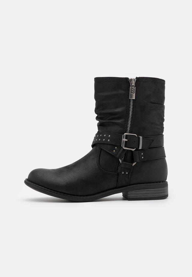 PERSEA - Kovbojské/motorkářské boty - karma