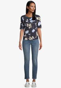 Betty Barclay - Print T-shirt - dark blue beige - 1