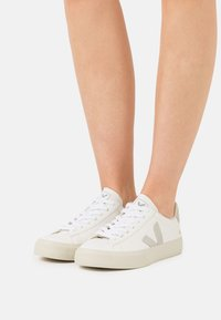 Veja - CAMPO - Sneakers basse - extra white/natural - 3