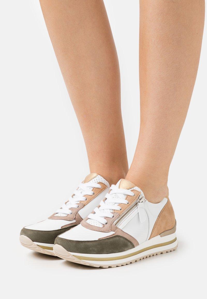 Gabor Comfort - Sneakers laag - weiß/oliv/caramel