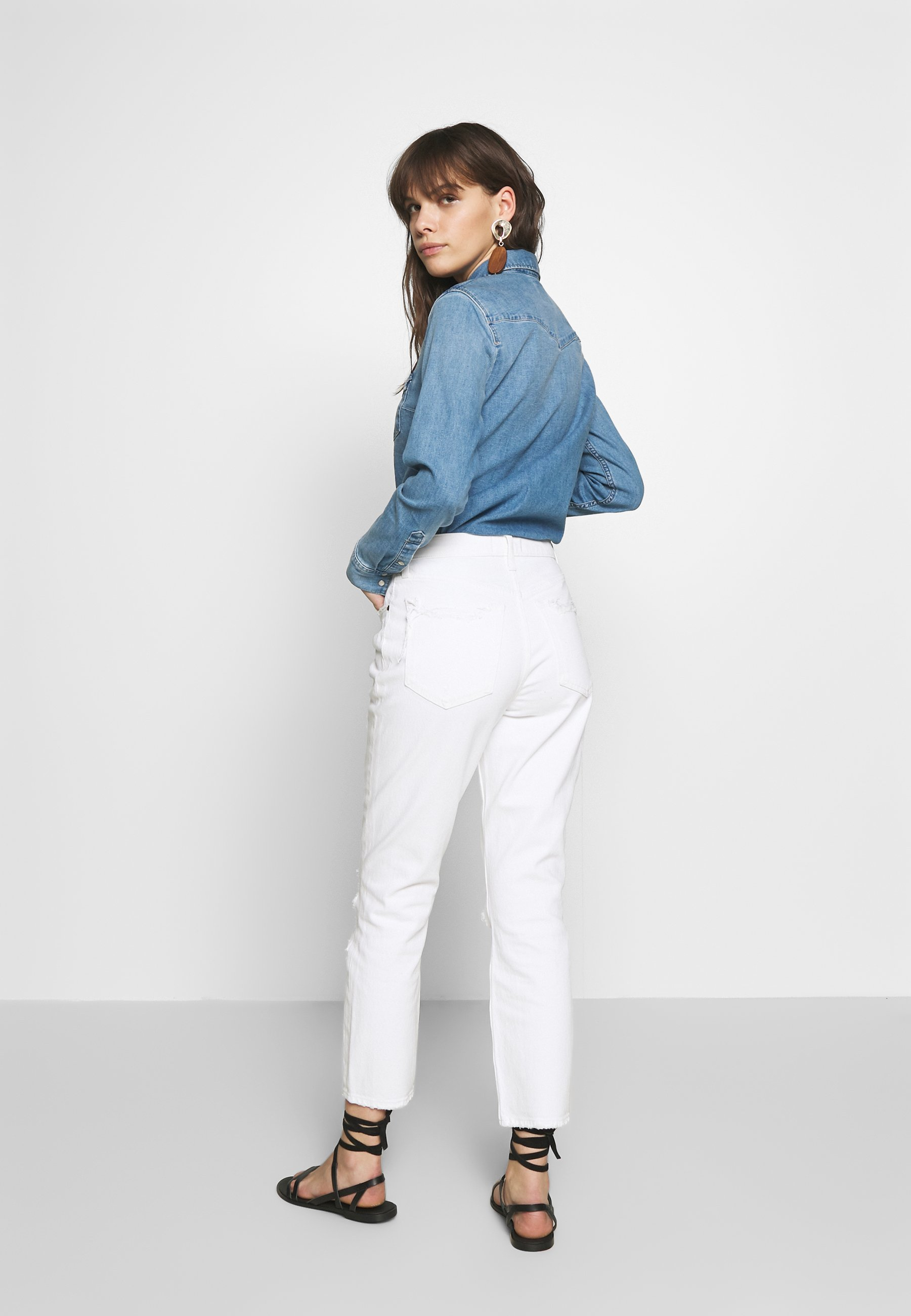 Abercrombie & Fitch KNEE SLITS MOM - Jean slim - white destroy - Jeans Femme XKzfg