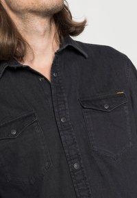 Jack & Jones - JJESHERIDAN  - Camisa - black denim - 4