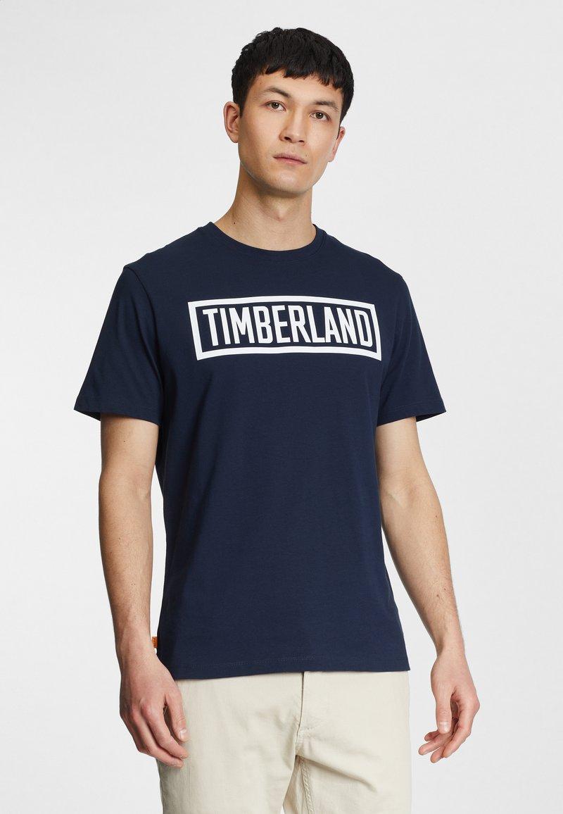 Timberland - MINK BROOK LINEAR LOGO - Print T-shirt - dark sapphire