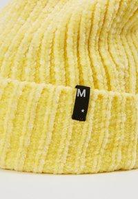 Molo - Čepice - yellow light - 2