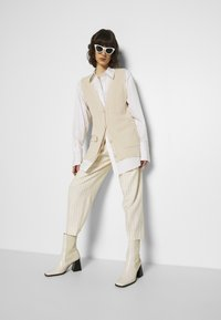 Hope - ALTA TROUSERS - Trousers - offwhite - 4