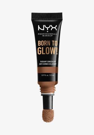 BORN TO GLOW RADIANT CONCEALER - Concealer - 15.7 warm caramel