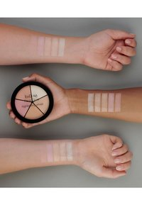 IsaDora - FACE GLOW HIGHLIGHTING WHEEL - Face palette - champagne glow - 1