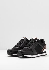 MICHAEL Michael Kors - BILLIE TRAINER - Sneakers laag - black/gun - 4