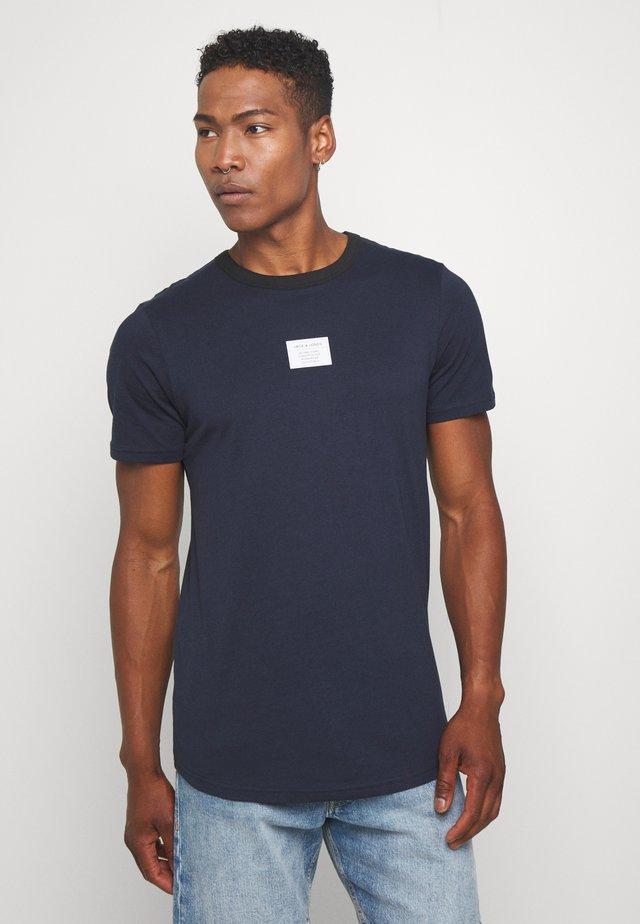 JCOJAX TEE CREW NECK - T-shirt z nadrukiem - sky captain