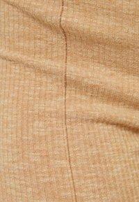 Bershka - MIT PATENTMUSTER - Spodnie materiałowe - beige - 5