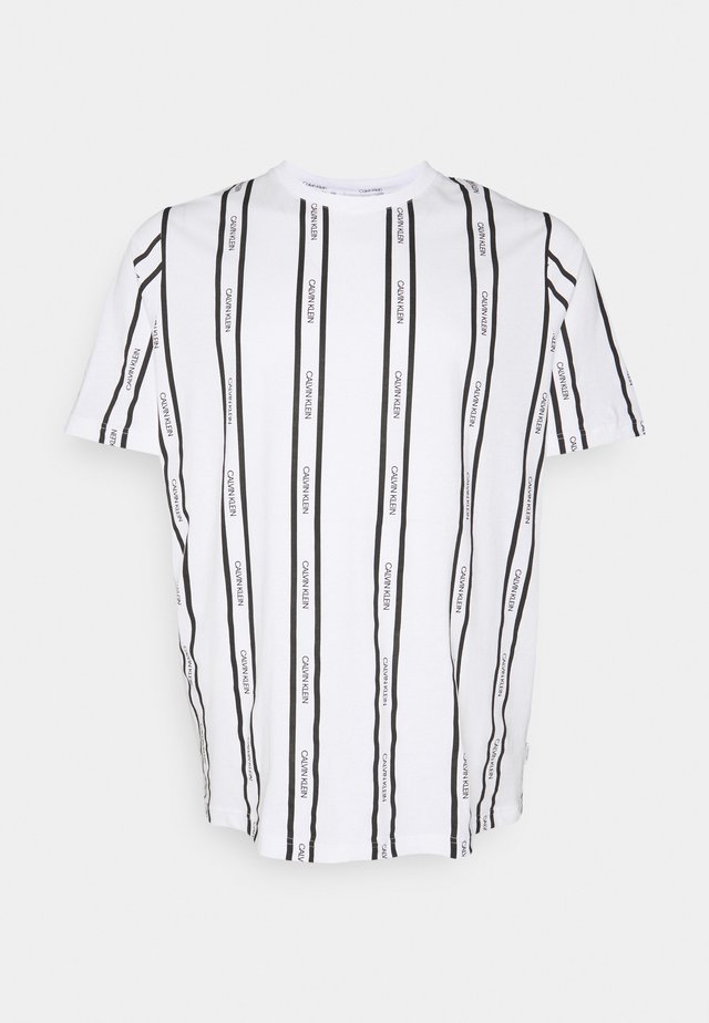 VERTICAL LOGO STRIPE - T-shirts med print - bright white