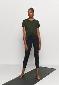 Cotton On Body - TIE UP  - Basic T-shirt - khaki - 1