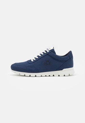 NILO VEGAN  PET - Sneakersy niskie - blue