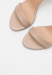 NA-KD - CONE SHAPE STRAP  - Sandaler med høye hæler - beige - 5