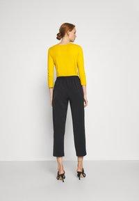 Sisley - Pantaloni sportivi - black - 2