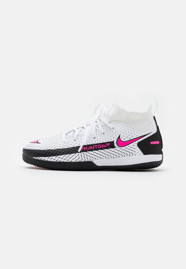 JR PHANTOM GT ACADEMY DF IC UNISEX - Chaussures de foot en salle - white/pink blast/black