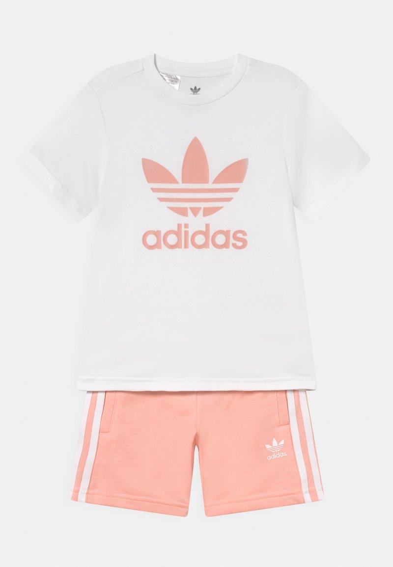 adidas Originals - SHORT TEE SET UNISEX - Trainingsbroek - white/haze coral