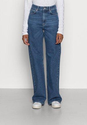 CINDY - Široké džíny - blue denim