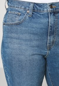 Levi's® Plus - HIGH WAISTED MOM - Relaxed fit jeans - blue denim - 3