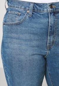 Levi's® Plus - HIGH WAISTED MOM - Jeans baggy - blue denim - 3