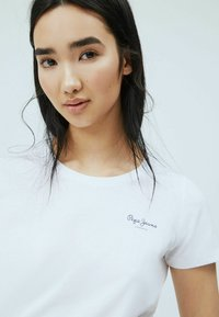 Pepe Jeans - BELLROSE - Basic T-shirt - blanco off - 3