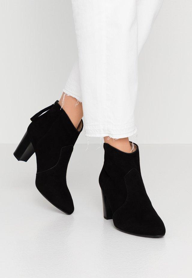 NARELA - Korte laarzen - black