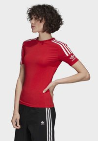 adidas Originals - TIGHT T-SHIRT - Camiseta estampada - red - 2