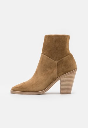 AXEL BOOT - Classic ankle boots - golden brown