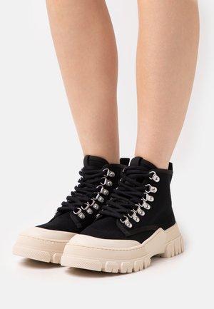 TWIG - Støvletter - black/white