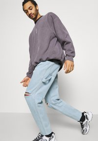 Karl Kani - RINSE PANTS - Relaxed fit jeans - light blue - 3