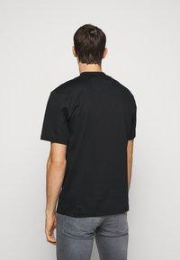 J.LINDEBERG - ACE MOCK NECK - T-shirt - bas - black - 2