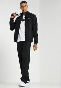Lacoste Sport - BIG LOGO - T-shirt z nadrukiem - white/black - 1