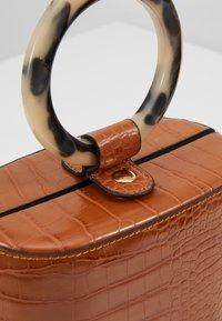 Topshop - GAZE GRAB - Håndtasker - orange - 6