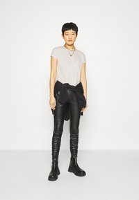 Calvin Klein Jeans - DRAPEY CAP SLEEVE  - Basic T-shirt - soft cream - 1