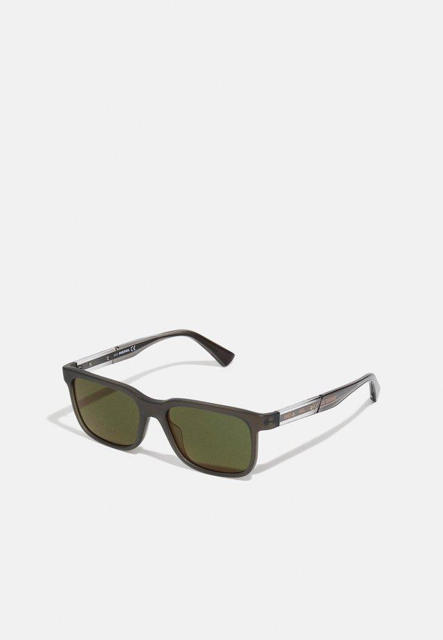 Sunglasses - matte dark brown/green mirror