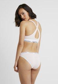 Calvin Klein Underwear - MODERN LIFT BRALETTE - Alustoppi - nymphs thigh - 2