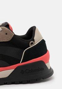 Columbia - WILDONE ANTHEM - Outdoorschoenen - black/red coral - 5