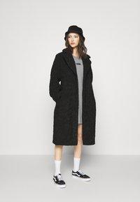 Vans - CENTER VEE TEE  - Jersey dress - grey heather - 1